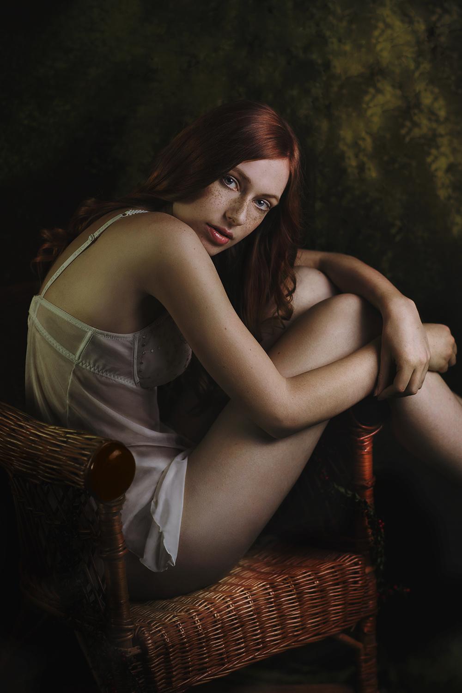 nina-schneider-christine-polz-sarah-dirsch-the-chair-lingerie-shooting-3