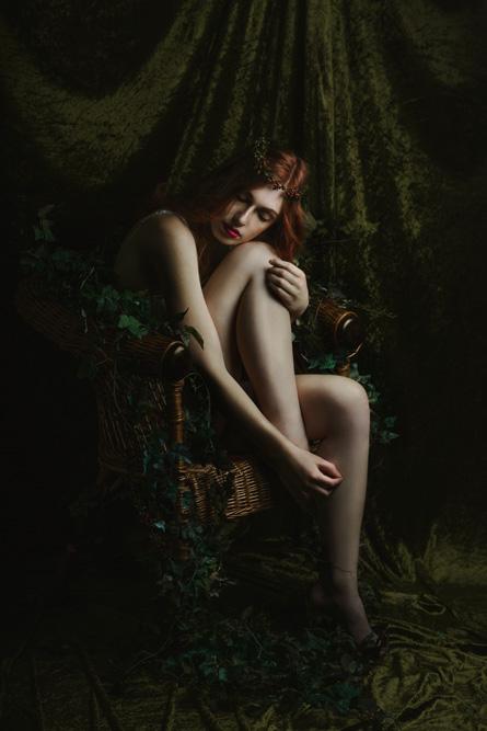 nina-schneider-christine-polz-sarah-dirsch-the-chair-lingerie-shooting-8