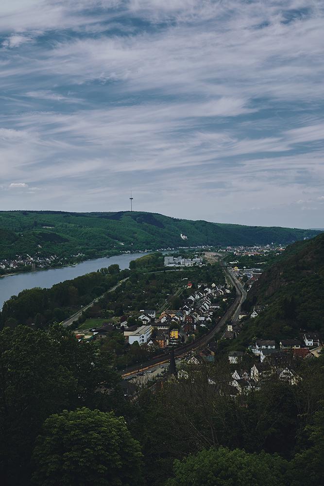 Marktburg Ausblick über Rhein; Brauchbach; Rheinland-Pfalz