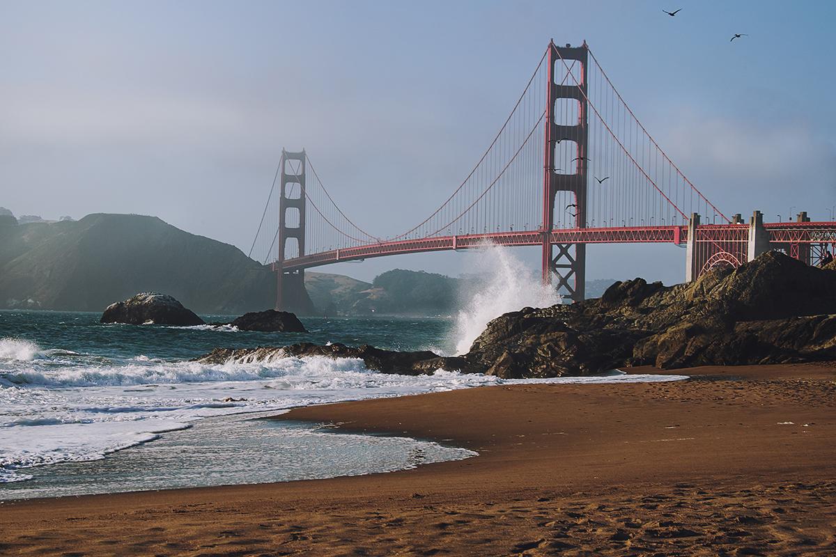 Golden Gate Bridge vom Strand aus; San Francisco; Kalifornien