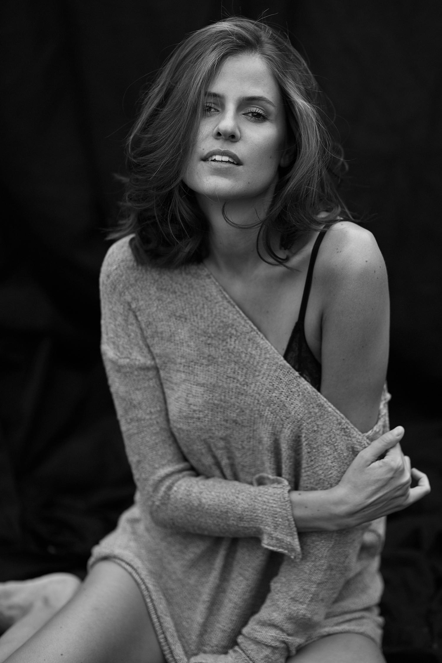 Schwarz/Weiß Porträt von Tänzerin und Schauspielerin Anja Straubhaar